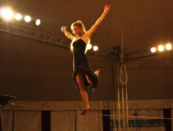 flamenc'a fil de fer equilibre echassiers spectacle parade animation cirque evenementiel (11)