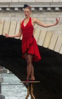 flamenc'a fil de fer equilibre echassiers spectacle parade animation cirque evenementiel (12)