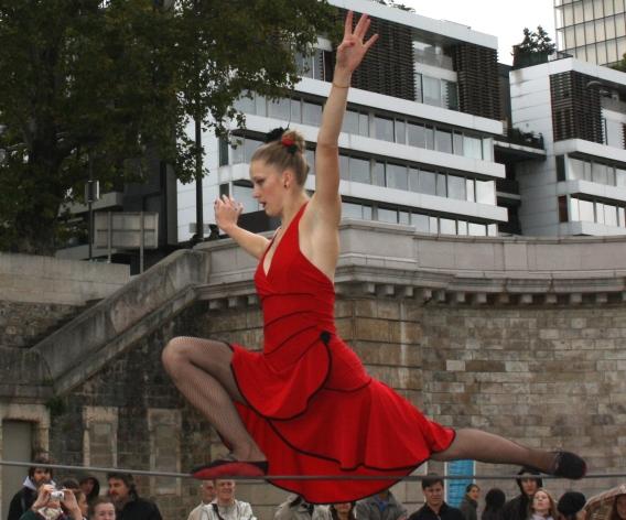 flamenc'a fil de fer equilibre echassiers spectacle parade animation cirque evenementiel (1)