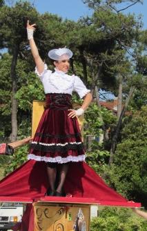boite a merveilles spectacle cirque parade claquettes fil de fer tissu mat chinois danse musique live original merveilleux fantastique 1900 jonglerie (1)