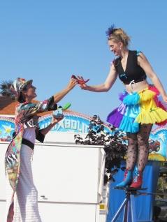 boite a merveilles spectacle cirque parade claquettes fil de fer tissu mat chinois danse musique live original merveilleux fantastique 1900 jonglerie (17)
