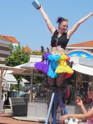 boite a merveilles spectacle cirque parade claquettes fil de fer tissu mat chinois danse musique live original merveilleux fantastique 1900 jonglerie (26)