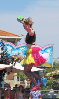 boite a merveilles spectacle cirque parade claquettes fil de fer tissu mat chinois danse musique live original merveilleux fantastique 1900 jonglerie (27)