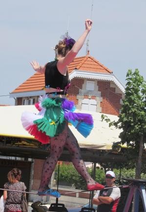 boite a merveilles spectacle cirque parade claquettes fil de fer tissu mat chinois danse musique live original merveilleux fantastique 1900 jonglerie (28)