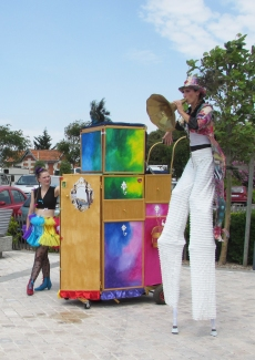 boite a merveilles spectacle cirque parade claquettes fil de fer tissu mat chinois danse musique live original merveilleux fantastique 1900 jonglerie (42)