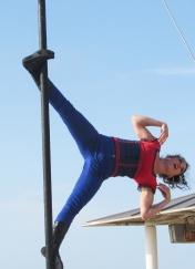boite a merveilles spectacle cirque parade claquettes fil de fer tissu mat chinois danse musique live original merveilleux fantastique 1900 jonglerie (72)