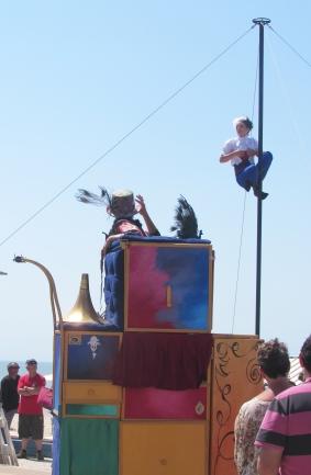 boite a merveilles spectacle cirque parade claquettes fil de fer tissu mat chinois danse musique live original merveilleux fantastique 1900 jonglerie (85)