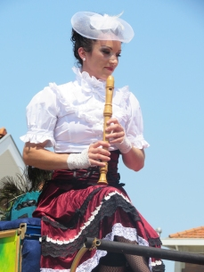 boite a merveilles spectacle cirque parade claquettes fil de fer tissu mat chinois danse musique live original merveilleux fantastique 1900 jonglerie (93)