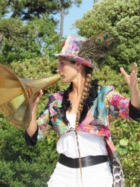 boite a merveilles spectacle cirque parade claquettes fil de fer tissu mat chinois danse musique live original merveilleux fantastique 1900 jonglerie (96)