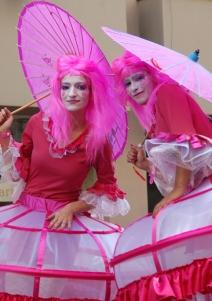 bulles de bonheur echassiers spectacle parade animation cirque evenementiel (10)