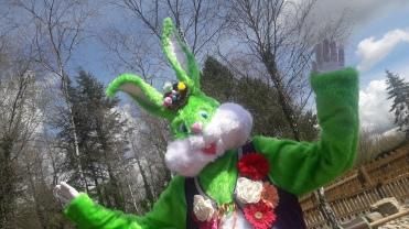 Lapinous' Foufous echassiers rebondissants loufoques parade animation evenementiel lapins fantaisie extravagance sautillants mascottes paques (16)
