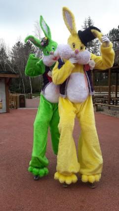 Lapinous' Foufous echassiers rebondissants loufoques parade animation evenementiel lapins fantaisie extravagance sautillants mascottes paques (31)