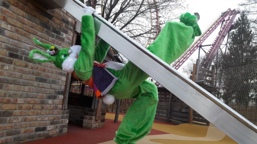 Lapinous' Foufous echassiers rebondissants loufoques parade animation evenementiel lapins fantaisie extravagance sautillants mascottes paques (40)