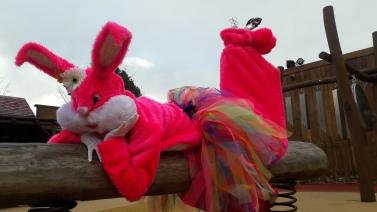 Lapinous' Foufous echassiers rebondissants loufoques parade animation evenementiel lapins fantaisie extravagance sautillants mascottes paques (44)