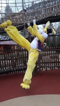 Lapinous' Foufous echassiers rebondissants loufoques parade animation evenementiel lapins fantaisie extravagance sautillants mascottes paques (46)