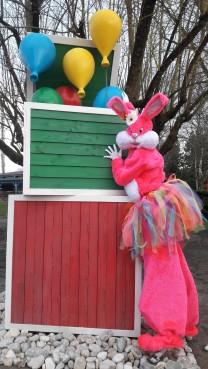 Lapinous' Foufous echassiers rebondissants loufoques parade animation evenementiel lapins fantaisie extravagance sautillants mascottes paques (53)