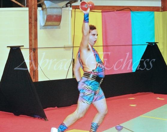 boite à merveilles spectacle rue cirque festival mat chinois fil de fer clowns jongleurs aerien girly kawai(107)