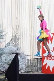 boite à merveilles spectacle rue cirque festival mat chinois fil de fer clowns jongleurs aerien girly kawai(11)