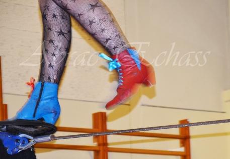 boite à merveilles spectacle rue cirque festival mat chinois fil de fer clowns jongleurs aerien girly kawai(119)