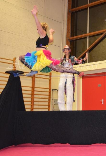 boite à merveilles spectacle rue cirque festival mat chinois fil de fer clowns jongleurs aerien girly kawai(122)