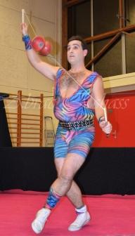 boite à merveilles spectacle rue cirque festival mat chinois fil de fer clowns jongleurs aerien girly kawai(124)