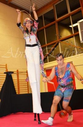 boite à merveilles spectacle rue cirque festival mat chinois fil de fer clowns jongleurs aerien girly kawai(126)
