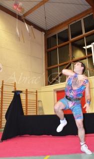 boite à merveilles spectacle rue cirque festival mat chinois fil de fer clowns jongleurs aerien girly kawai(127)