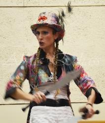 boite à merveilles spectacle rue cirque festival mat chinois fil de fer clowns jongleurs aerien girly kawai(128)