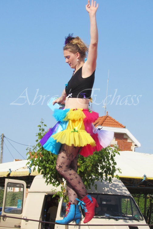boite à merveilles spectacle rue cirque festival mat chinois fil de fer clowns jongleurs aerien girly kawai(134)