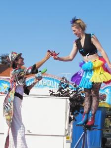 boite à merveilles spectacle rue cirque festival mat chinois fil de fer clowns jongleurs aerien girly kawai(135)