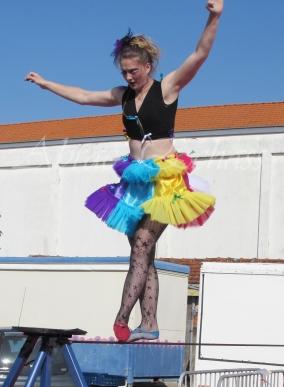 boite à merveilles spectacle rue cirque festival mat chinois fil de fer clowns jongleurs aerien girly kawai(136)