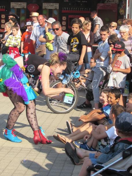 boite à merveilles spectacle rue cirque festival mat chinois fil de fer clowns jongleurs aerien girly kawai(138)