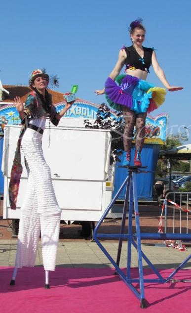 boite à merveilles spectacle rue cirque festival mat chinois fil de fer clowns jongleurs aerien girly kawai(142)