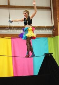 boite à merveilles spectacle rue cirque festival mat chinois fil de fer clowns jongleurs aerien girly kawai(149)