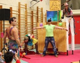 boite à merveilles spectacle rue cirque festival mat chinois fil de fer clowns jongleurs aerien girly kawai(154)