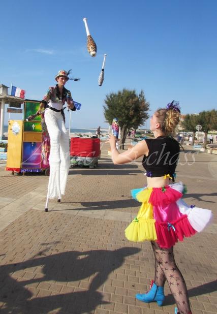 boite à merveilles spectacle rue cirque festival mat chinois fil de fer clowns jongleurs aerien girly kawai(155)