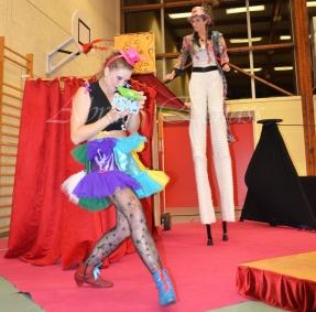 boite à merveilles spectacle rue cirque festival mat chinois fil de fer clowns jongleurs aerien girly kawai(162)