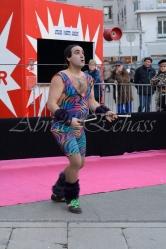 boite à merveilles spectacle rue cirque festival mat chinois fil de fer clowns jongleurs aerien girly kawai(17)