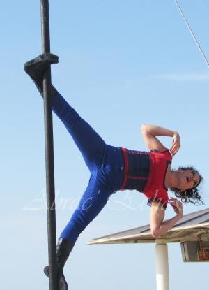 boite à merveilles spectacle rue cirque festival mat chinois fil de fer clowns jongleurs aerien girly kawai(171)