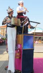 boite à merveilles spectacle rue cirque festival mat chinois fil de fer clowns jongleurs aerien girly kawai(189)