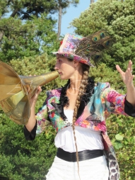 boite à merveilles spectacle rue cirque festival mat chinois fil de fer clowns jongleurs aerien girly kawai(193)