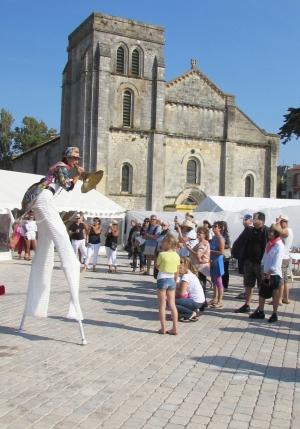 boite à merveilles spectacle rue cirque festival mat chinois fil de fer clowns jongleurs aerien girly kawai(197)
