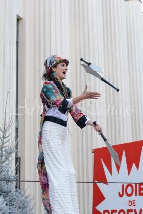 boite à merveilles spectacle rue cirque festival mat chinois fil de fer clowns jongleurs aerien girly kawai(20)