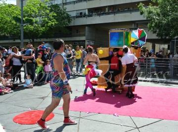boite à merveilles spectacle rue cirque festival mat chinois fil de fer clowns jongleurs aerien girly kawai(211)