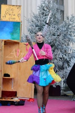 boite à merveilles spectacle rue cirque festival mat chinois fil de fer clowns jongleurs aerien girly kawai(24)