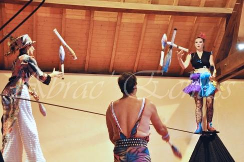 boite à merveilles spectacle rue cirque festival mat chinois fil de fer clowns jongleurs aerien girly kawai(25)