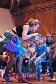 boite à merveilles spectacle rue cirque festival mat chinois fil de fer clowns jongleurs aerien girly kawai(29)