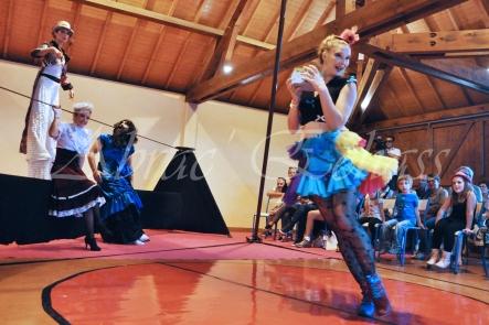 boite à merveilles spectacle rue cirque festival mat chinois fil de fer clowns jongleurs aerien girly kawai(32)