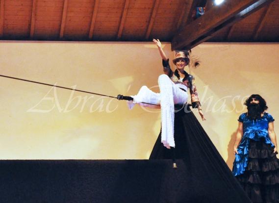 boite à merveilles spectacle rue cirque festival mat chinois fil de fer clowns jongleurs aerien girly kawai(38)