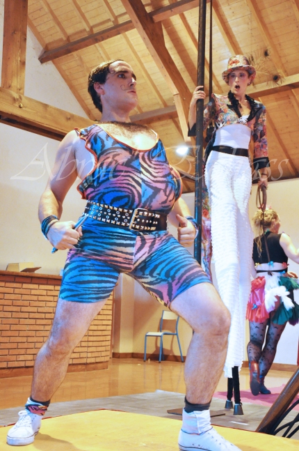 boite à merveilles spectacle rue cirque festival mat chinois fil de fer clowns jongleurs aerien girly kawai(43)